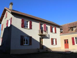 Nice Farmhouse Barn with Internet Access and Dishwasher - Lembeye vacation rentals
