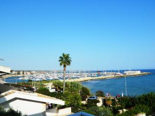 Villa del Mare, a 50 m. dal Mare Mediterraneo - Marina di Ragusa vacation rentals