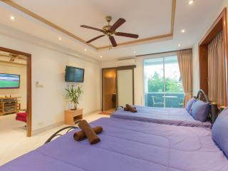 (K222) One bedroom apartment with small balcony  (8 adults) - Patong vacation rentals