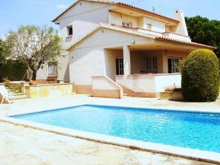 CD330 -  Cosy pool villa 800 meters from beach - Calafell vacation rentals