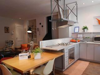 I BORGHI - City Center Design Apt with Wifi - Lucca vacation rentals