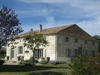 Gorgeous, comfortable, farmhouse - Lauzun - Saint Colomb de Lauzun vacation rentals