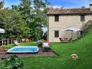 Beautiful Cottage with Internet Access and Satellite Or Cable TV - Monte san Martino vacation rentals
