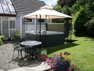 Wee Orchard Lodge, for couples, w/ hot tub - Lochearnhead vacation rentals