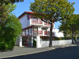 Résidence IZARENEA Appt  N°6 - 1er étage - Hendaye vacation rentals