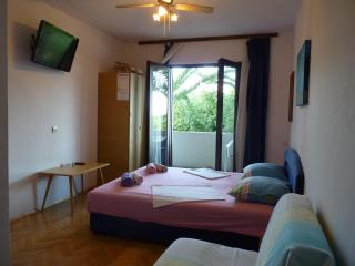 2. Sea view balcony, bedroom, bathr., WiFi, LCD TV - Jelsa vacation rentals