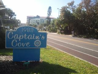 Captains Cove in Indian shores  2BR 2B overlooking - Indian Shores vacation rentals