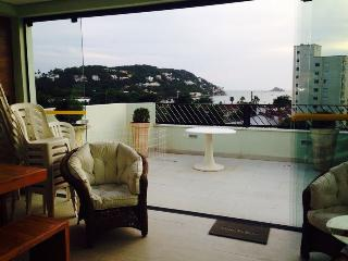 Cobertura Enseada com piscina - Guaruja vacation rentals