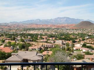 """Cliff-Hanger's View"" 2 Bedroom Condo on the Rim at Las Palmas Resort - Saint George vacation rentals"