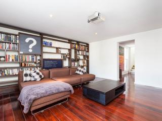 Vincent - 2 BED, Spacious and Modern - Melbourne vacation rentals