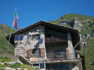 Nice Lodge with Internet Access and Central Heating - Monastero di Lanzo vacation rentals