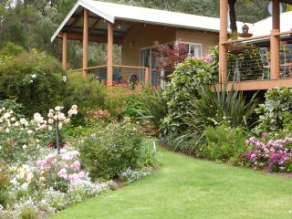Comfortable 3 bedroom Pemberton Chalet with Deck - Pemberton vacation rentals
