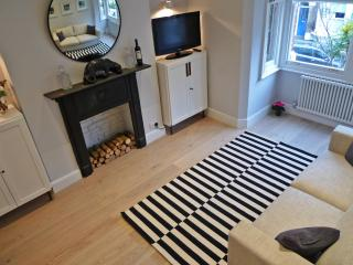 Sparkling apartment in Kensington Olympia - London vacation rentals