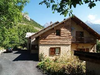 Cozy 2 bedroom Freissinieres Ski chalet with Internet Access - Freissinieres vacation rentals