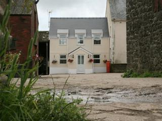Beautiful 1 bedroom Cottage in Gower Peninsula with Internet Access - Gower Peninsula vacation rentals