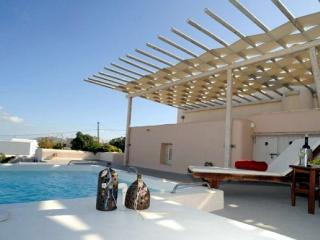 Kisiris-Luxury private villa in Imerovigli - Santorini vacation rentals