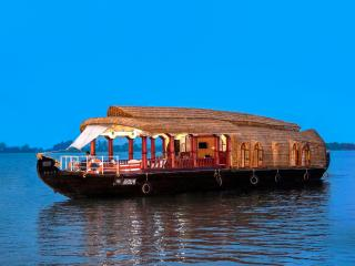 Comfortable Houseboat with Internet Access and A/C - Kumarakom vacation rentals