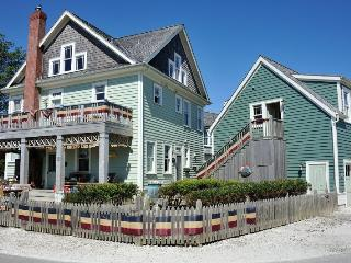 Pacific Idyll w/ Carriage House - Pacific Beach vacation rentals
