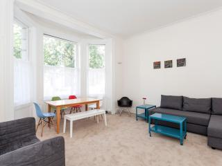 NH01 Portobello Market - Cosy Notting Hill flat - London vacation rentals