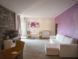Charming romantic new in the heart of the old town - Bellagio vacation rentals