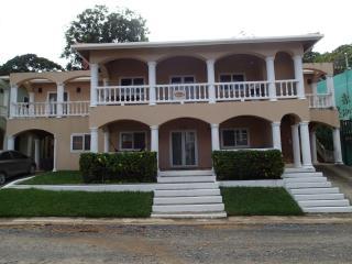 Spacious 2BR 2 BA Condo West End - West End vacation rentals