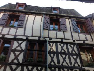 Charming Apartment 2  Rue Ste Catherine - Beaulieu-sur-Dordogne vacation rentals