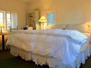 Bluebird Cottage at Joy Lodging - Eureka Springs vacation rentals