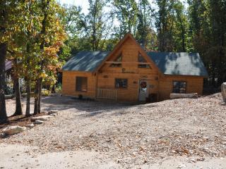 All Wood 4 bedroom Log Cabin, hot tub, SPECIALS - Ridgedale vacation rentals