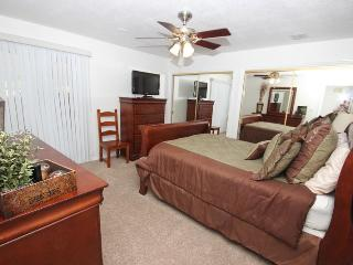 Beautiful Ground Floor 2 Bedroom Condo - 3 Queen Beds; Free Secured Wifi; Close to Pools - Saint George vacation rentals