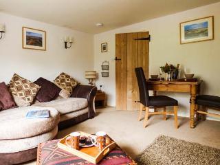 FLINT COTTAGE, romantic retreat, pet-friendly, off road parking in Swaffham, Ref 919293 - Swaffham vacation rentals