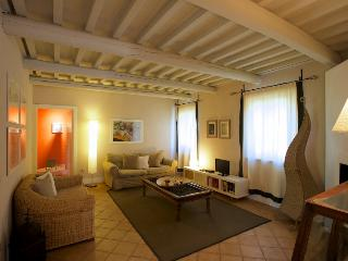 Scuola di Sopra - Three rooms apartment superior - Braccagni vacation rentals