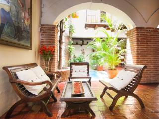 Beautiful 4 Bedroom House in Old Town - Cartagena vacation rentals