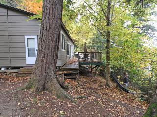 Hemlock Hideaway cottage (#834) - Algonquin Park vacation rentals