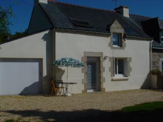 Lovely 2 bedroom Pluvigner Gite with Internet Access - Pluvigner vacation rentals