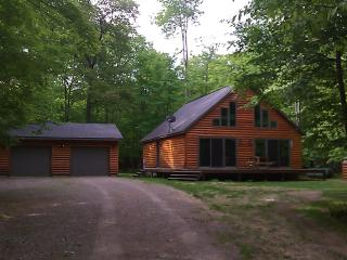 Log sided home in Minocqua Wisconsin - Woodruff vacation rentals