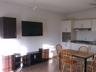 Spacious ground floor 1 bed with a pool, Maxwell - Maxwell vacation rentals