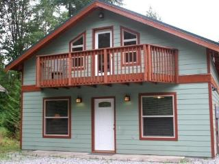 Mt. Baker Rim Cabin #59 - Private outdoor hot tub and pet friendly! - Glacier vacation rentals