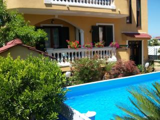 Nice Townhouse with Internet Access and A/C - Santa Maria la Carita vacation rentals