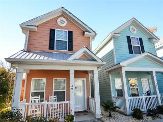 Uniquely decorated townhouse, walk to beach, awesome location! - Myrtle Beach vacation rentals