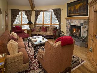 An easy walk to the Chair Lift #20 from this gorgeous vacation condo in Vail along Gore Creek. - Vail vacation rentals