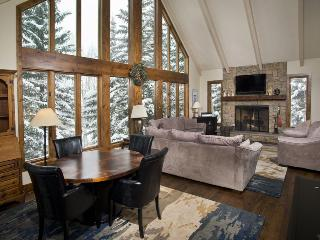 Enjoy this beautiful 5 bedroom Vail vacation home located near Lift 20 at the base of Vail Mountain. - Vail vacation rentals