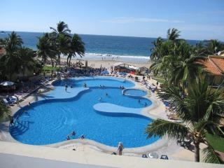 Condo On The Beach In Ixtapa, Sea View, 2 Bedrooms.    Condo En La Playa De Ixtapa, Vista Al Mar, 2 Recamaras. - Ixtapa vacation rentals