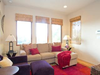 BRIDGES VIEW Beautiful Apartment with parking - Oakland vacation rentals