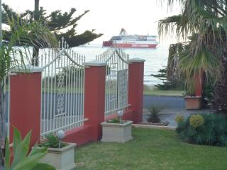 Alice Beside The Sea - Studio apartment. - Devonport vacation rentals
