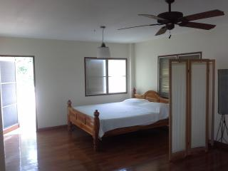 Beautiful House with Internet Access and Cleaning Service - Chon Buri vacation rentals