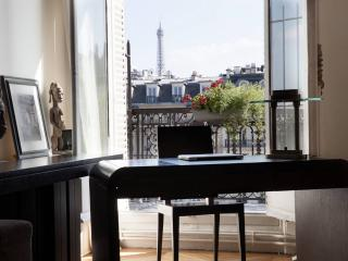 1BR - Apartment in Paris, Amazing view from Champs-Elysees - LA1 - London vacation rentals