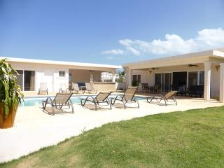 """A four bedroom villa """"Tranquila"""" Fully-designed with everything a - Cabarete vacation rentals"""