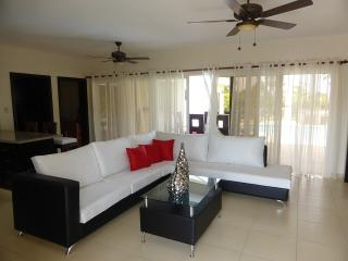 What a find! Decor is exceptional yet comfortable. 9722 gal rainbow lit pool with sunbed ledge with beautiful garden lighting. Great Jaquzzi in the backyard to sit down and gaze at the stars at night from!(765b) - Cabarete vacation rentals