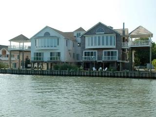 Beautiful 4 bedroom House in Chincoteague Island with Deck - Chincoteague Island vacation rentals