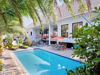 Spacious modern pool villa near beach - Bang Lamung vacation rentals